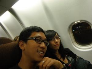 berjam-jam di pesawat yang dihabiskan dengan makan-tidur-makan-tidur-toilet