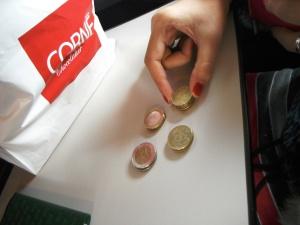 ngitung uang kembalian abis jajan :P