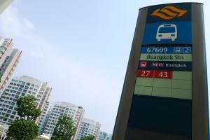cuma bus 27 sm 43 ternyata yang lewat bus stop ini
