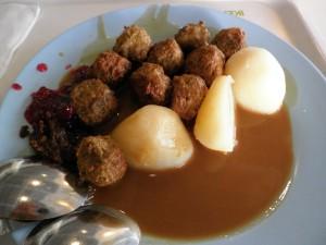 meatballs nya enak, tapi agak unik soalnya dikasi jam sebagai dipping sauce