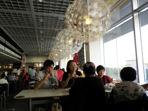 suasana di tempat makan