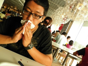 foto penutup- suami selesai makan dengan meja belepotan selai :P