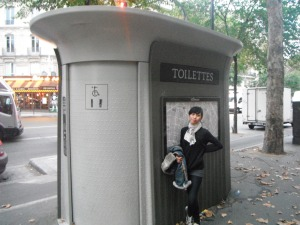 Melipir sedikit ke toilet