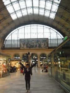 ini dalemnya Gare Du Lest,, cantikk yaaaaaaaaa