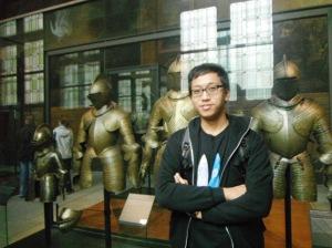 ini serangkaian baju besi,, adasih penjelasannya ini baju besi siapa,,tapi saya sudah tidak ingat :P
