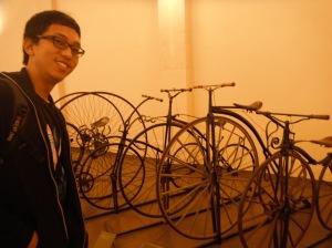 seperti macem-macem sepeda tua ini (diparkir rapi untuk bisa dilihat-lihat)