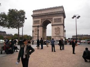 nahh ini diaa si tenar Arc de Triomphe