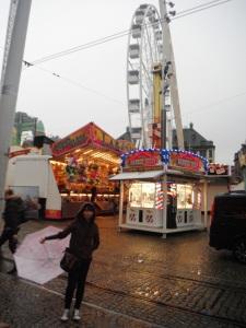 walau hujan,, tetep foto-foto sambil buka payung :P