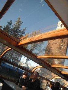 atap kapalnya juga dari kaca,, jadikitabisa liat jelas sekeliling