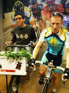 ternyata suami lebih memilih olahraga bersepeda dengan sepeda untuk ke pasar