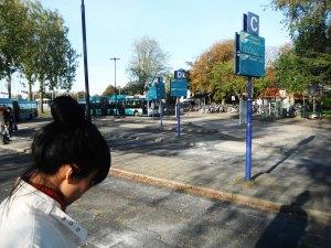 turun di last bus stop