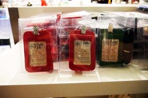 di deketpintu masuk Exhibition-nya ada toko yang jual merchandise harry potter
