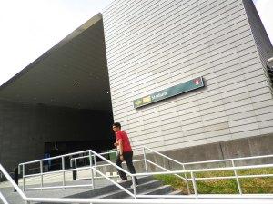 tidak jauh di sebelah kanan dari indoor stadium, kita dapat menemukan mrt station