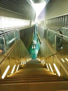 view dr eskalator menuju tempat MRT