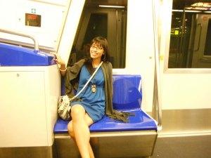 dengan gampangnya dapet duduk di sky train saking ga banyak orang yang naek *senang-senang walo perjalanan cuma bentar