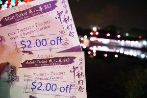 hihi lumayaann dapet diskon S$ 2 each,, jadi masing-masing tiket harganya S$10 :D dan dapet freen mini lantern di dalem katanya horeee