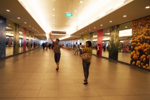 beginilah suasana underground linkway menuju garden by the bay