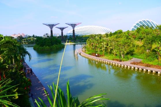 ini pemandangan di samping jembatan,, bagus yaaa,, sayang sekali sungguh terik di kala itu :P
