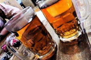 ini minuman kesukaan saya klo lagi makan beginian, teh pahit panas gelas besarrr (panas loh ya bukan hangat!) dan gratiss :P