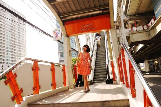 ini tangga naik ke BTS nya,,biasanya, BTS itu klo buat naik, ada eskalatornya,, tapi turunnya gak ada nyeheheh