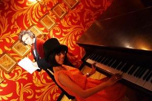 klo yang ini ada piano nya yang mau dipencet kayak apa juga gak bakalan bunyi