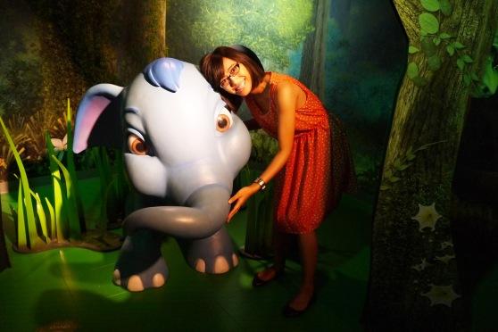 ada dumbo si gajah terbang jugaaa,, eh bukan deng hehehe,, entah gajah apa,, tapi teteuupp gajah endut2 chubby gini mesti deh saya sebut dumbo :P