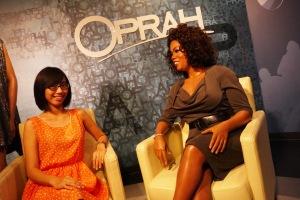 ada oprah,, lumayaan foto dulu sambil numpang duduk sekalian istirahat :P