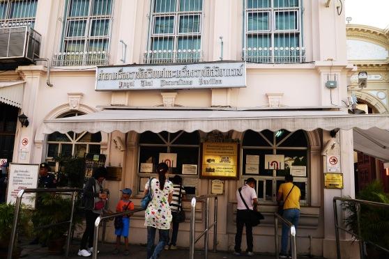 sebelum masuk,, kita mesti beli tiket masuk dulu disini