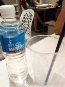 pesanan pertama dataaan, mineral water (S$1,50)