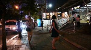 sampai di stasiun MRT Thailand Cultural Centre