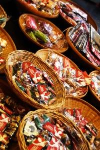 pastinyaaa ada yang jual souvenir disini (tapi kayaknyalebih murah beli di chatuchak deh :P)