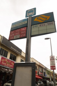 bus yang lewat sini diantaranya adalah bus no 52, 132, 162, 162M, 163, 165, 166, 167, 410, 640, 855, 980