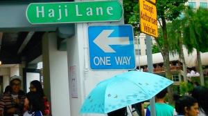 Kalo udah ketemu ini berarti udah sampe di Haji Lane (yaiyalahya)