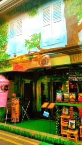 ini salah satu cafe yang udah kita coba, lebih lengkapnya tunggu di post berikutnya yaa