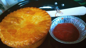 Shepherd's pie plus homemade tomato sauce. ini kayaknya favorit deh,soalnya ga ada yang ready jd agak lama nunggu, tp jadinya dapet fresh from the oven sih enak juga.