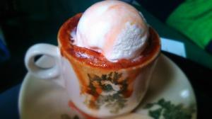 Cup-O-HoHo S$ 5 Ini didalemnya kayak brownies coklat yang agak melting terus dikasi ice cream